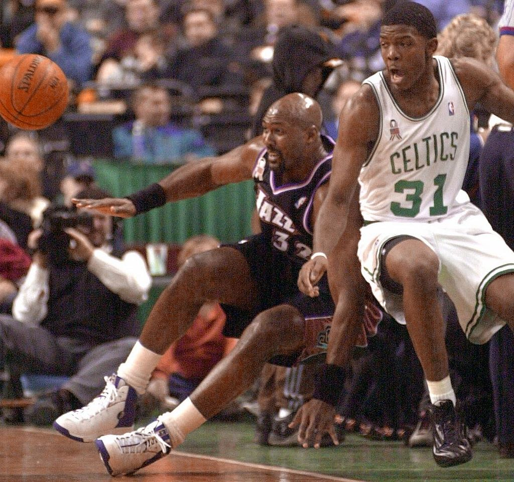 Joe Johnson battles with Karl Malone.