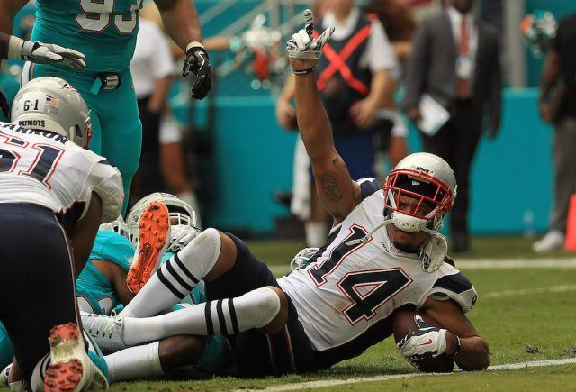 Michael Floyd scores a touchdown for the Pats.
