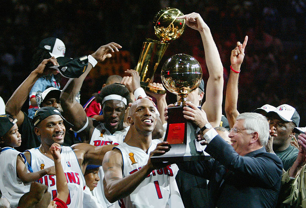 The Detroit Pistons hoist the Larry O'Brien trophy.