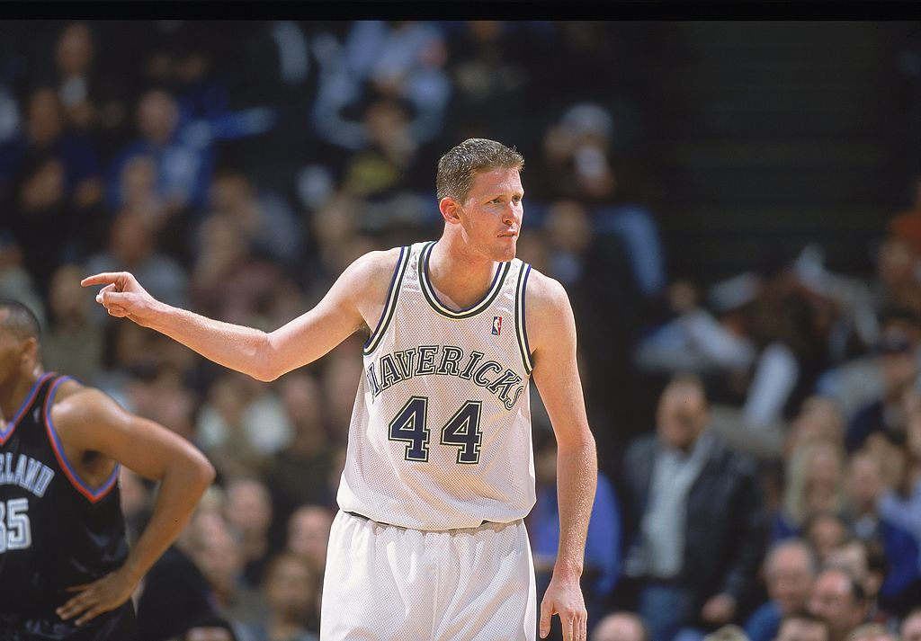 Shawn Bradley points to his teammate.