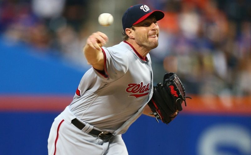 Max Scherzer pitches at Citi Field.