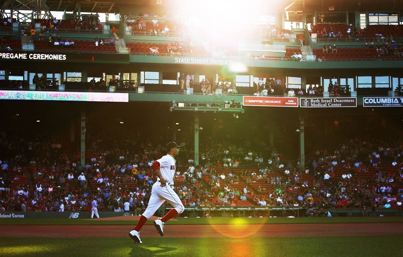 Mookie Betts takes the field at Fenway Park in 2017
