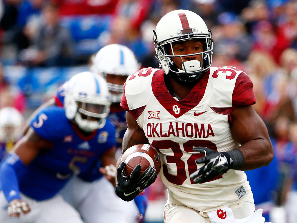 Running back Samaje Perine of the Oklahoma Sooners carries the ball.
