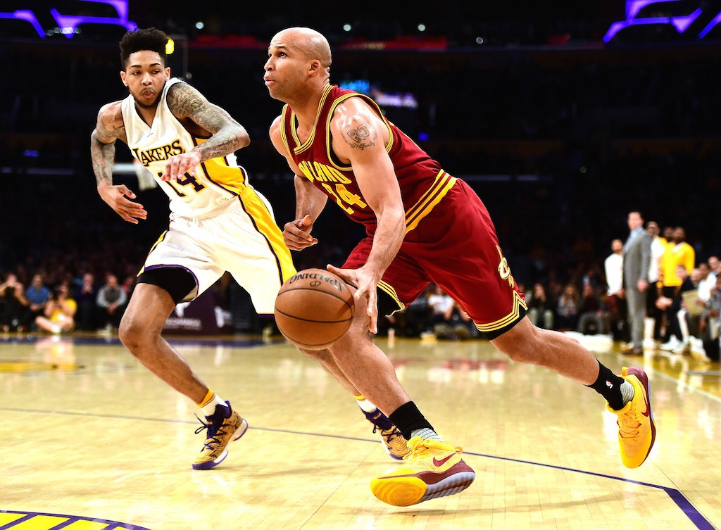 Richard Jefferson drives to the basket.