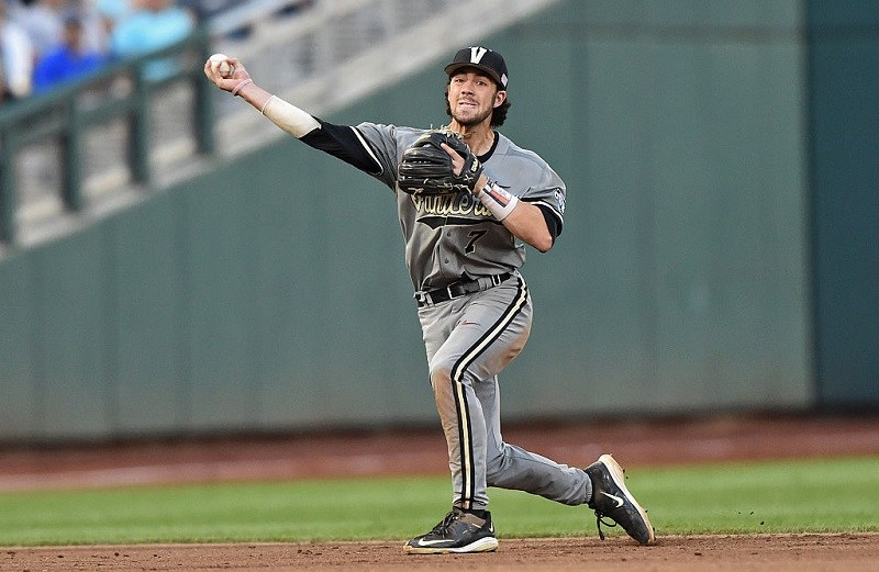 Shortstop Dansby Swanson makes a throw during the 2015 College World Series.