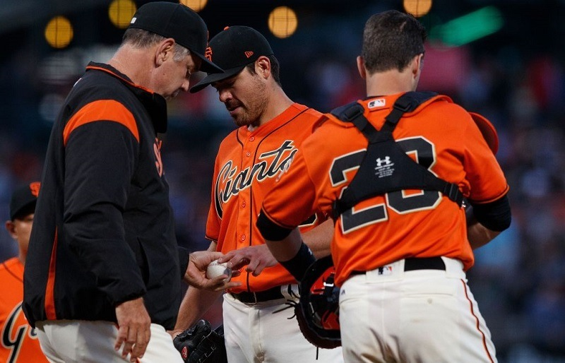 Matt Moore #45 of the San Francisco Giants is relieved by Manager Bruce Bochy #15.