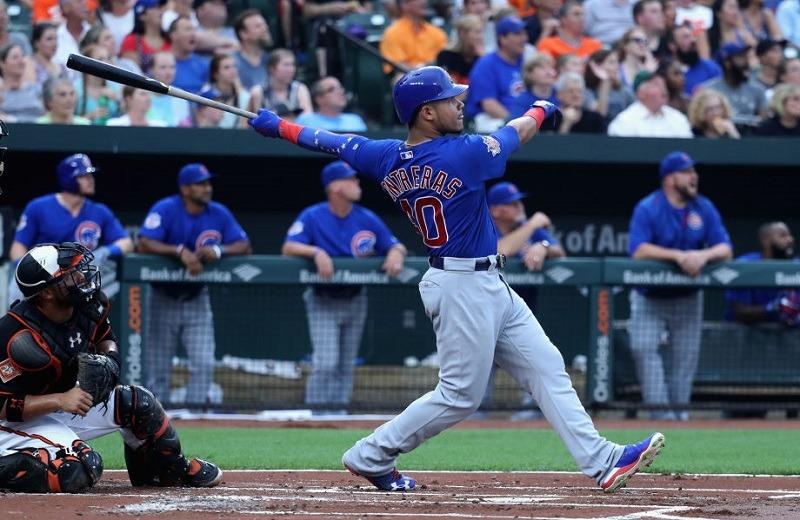 Cubs catcher Wilson Contreras takes a home-run swing.