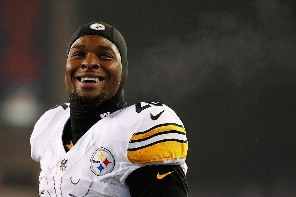 Le'Veon Bell #26 of the Pittsburgh Steelers smiles prior to the 2017 AFC Championship Game against the New England Patriots.