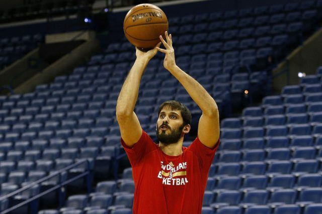 Omri Casspi warms up before a game.