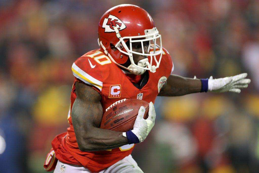 KANSAS CITY, MP - JANUARY 15: Wide receiver Tyreek Hill #10 of the Kansas City Chiefs catches a pass against the Pittsburgh Steelers in the AFC Divisional Playoff game at Arrowhead Stadium on January 15, 2017 in Kansas City, Missouri. (Photo by Matthew Stockman/Getty Images)