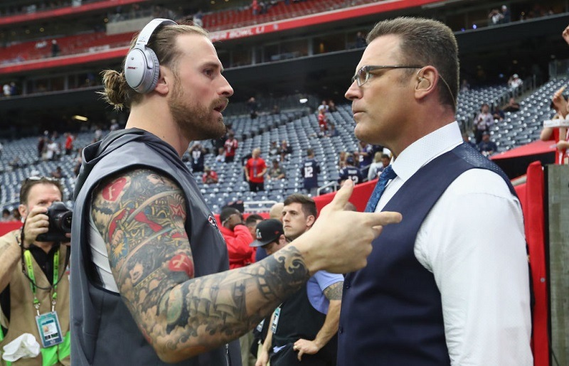 Chris Long of the Patriots speaks to father Howie Long during Super Bowl 51.