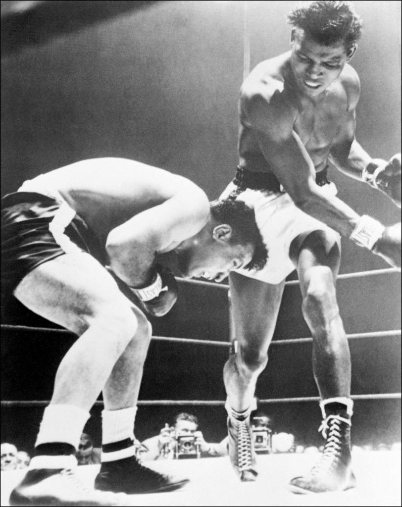 Jake LaMotta fights against Sugar Ray Robinson in 1951