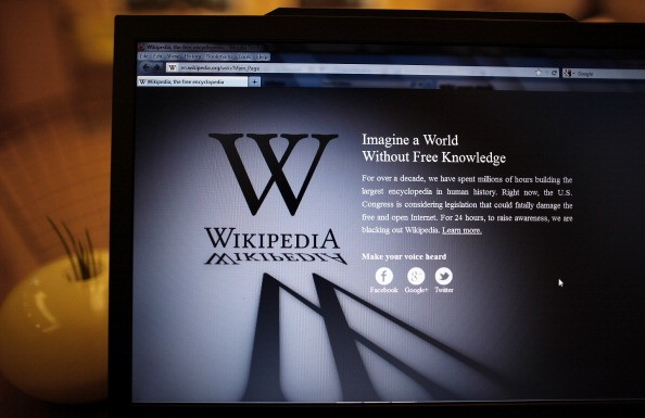 a laptop displaying the wikipedia mission statement