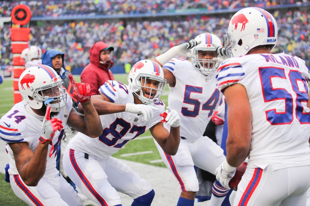 buffalo bills players celebrating on the field