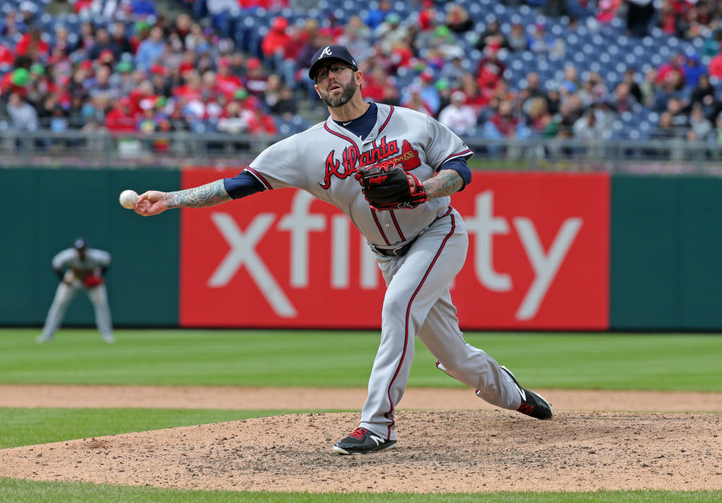 Peter Moylan #30 of the Atlanta Braves throws a pitch