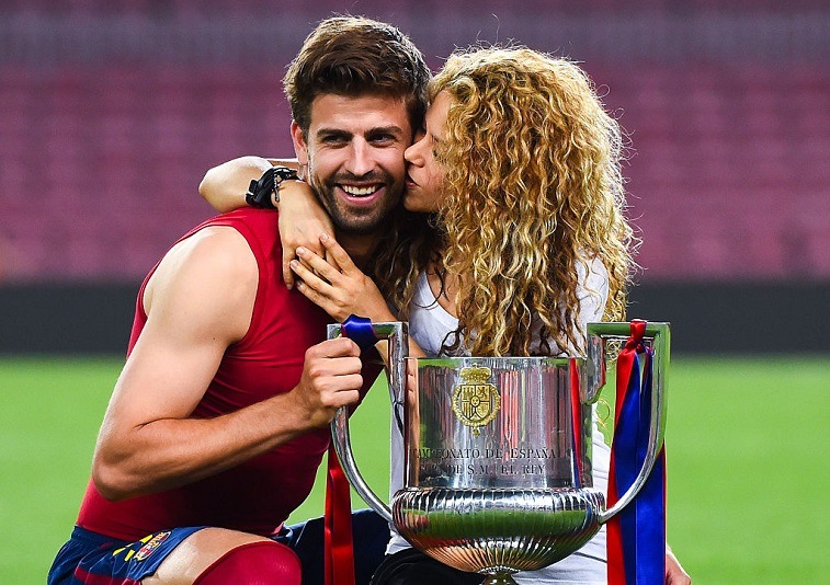 Gerard Pique of FC Barcelona and Shakira poses with the trophy after FC Barcelona won the Copa del Rey Final match between FC Barcelona and Athletic Club at Camp Nou on May 30, 2015 in Barcelona, Spain.