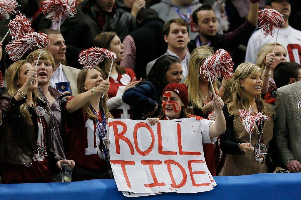 Crimson Tide fans cheer for Alabama ahead of the Sugar Bowl