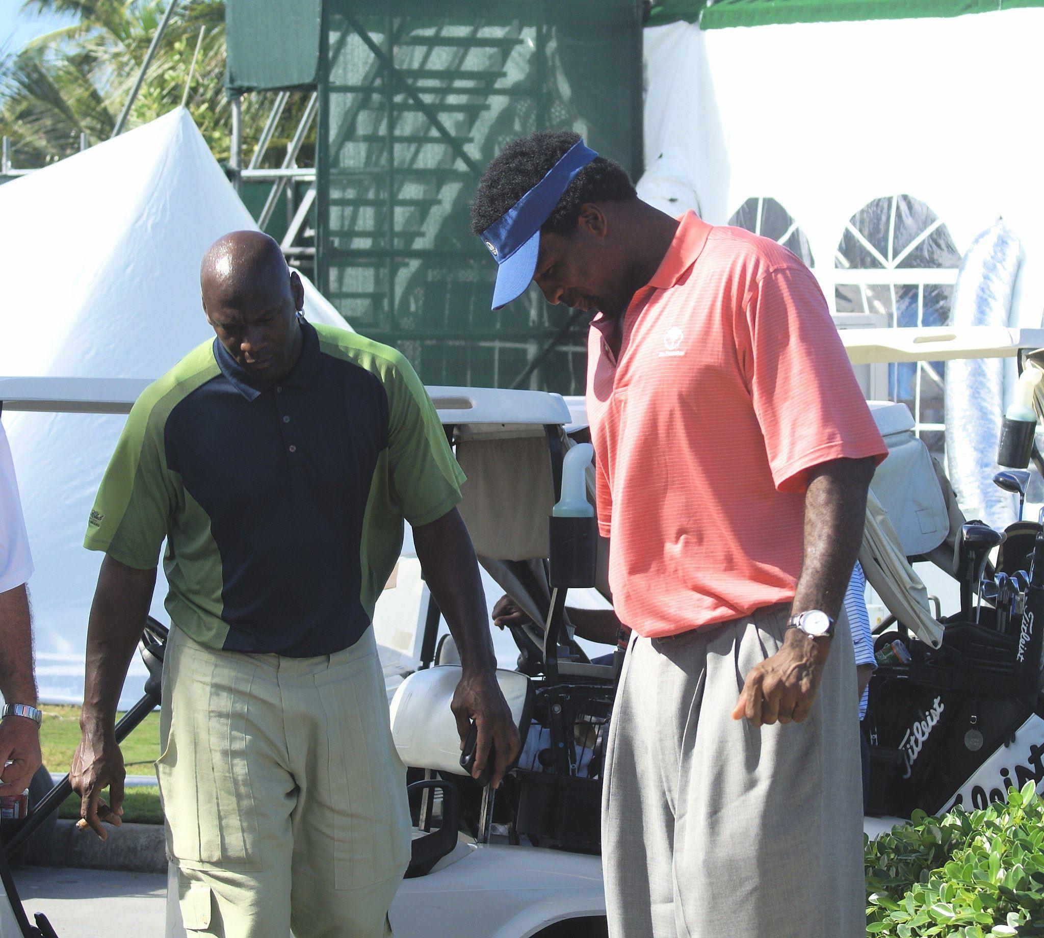 Michael Jordan golfs with Charles Oakley in 2007.