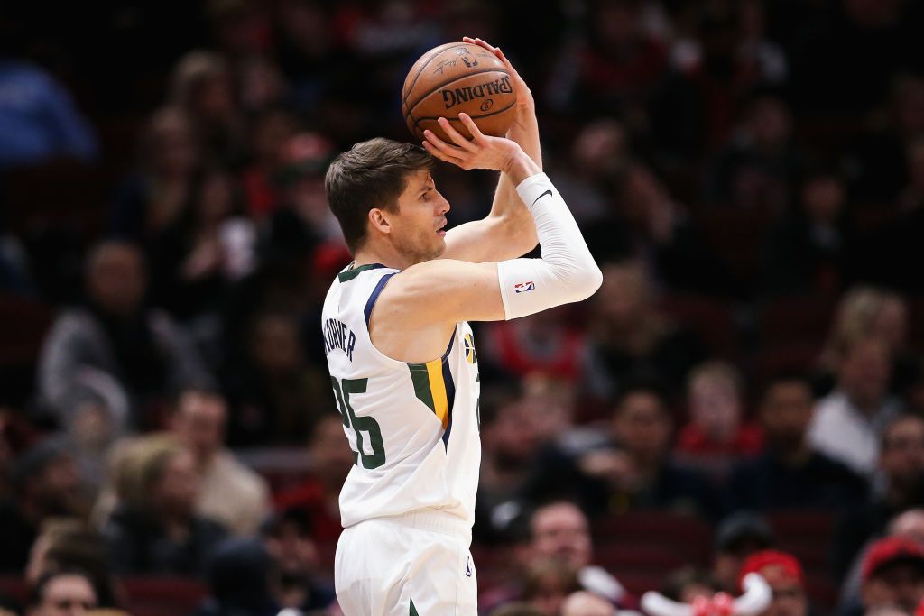 As far as NBA players go, Kyle Korver is one of the best golfers around.