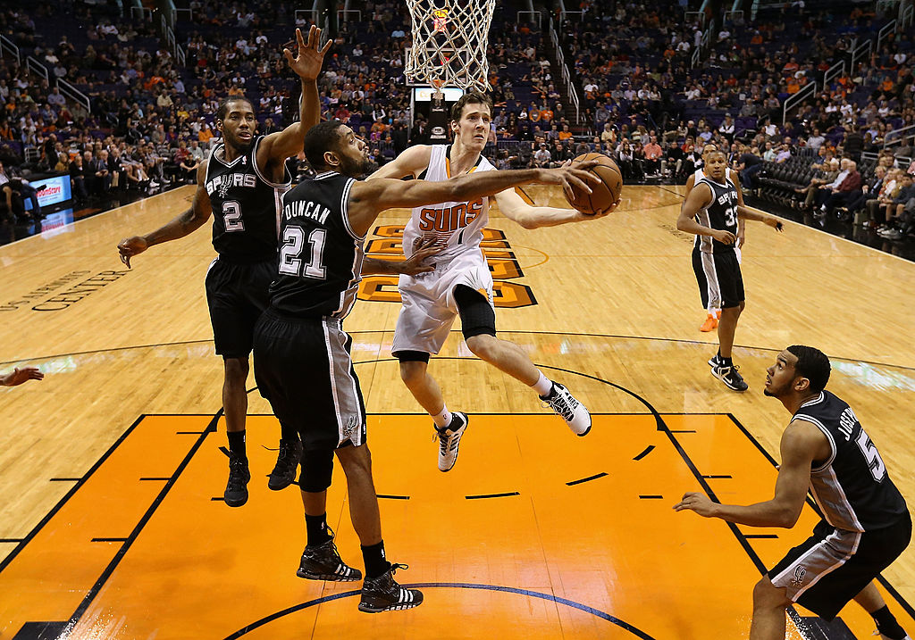 Tim Duncan (second from left) was a stud on defense vs. the Suns in the 2007 NBA playoffs.