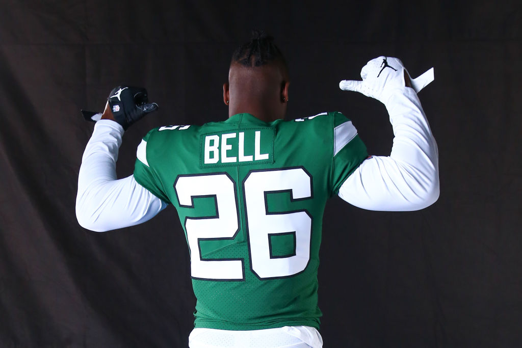 New York Jets running back Le'Veon Bell (26) poses for photos