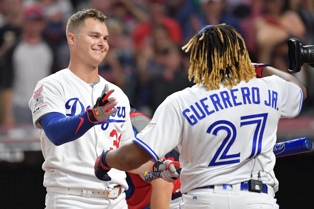 Guerrero Jr. and Pederson embrace at the Home Run Derby