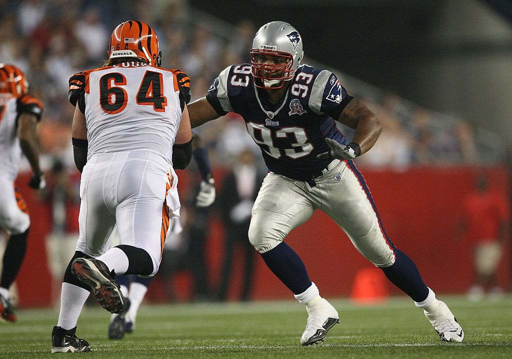 Richard Seymour hunts down Cincinnati's Kyle Cook