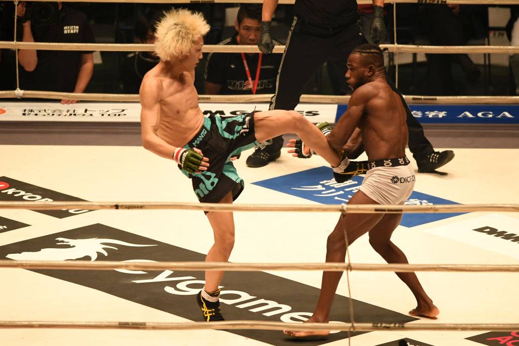 Floyd Mayweather (right) lent credibility to Rizin when he participated in a fight in 2018.