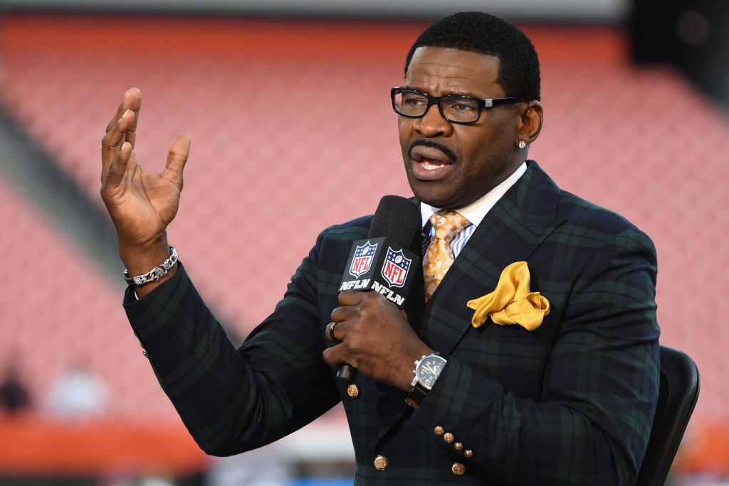 Michael Irvin loves what Dak Prescott bring to the Dallas Cowboys, and he isn't shy about praising the young QB.