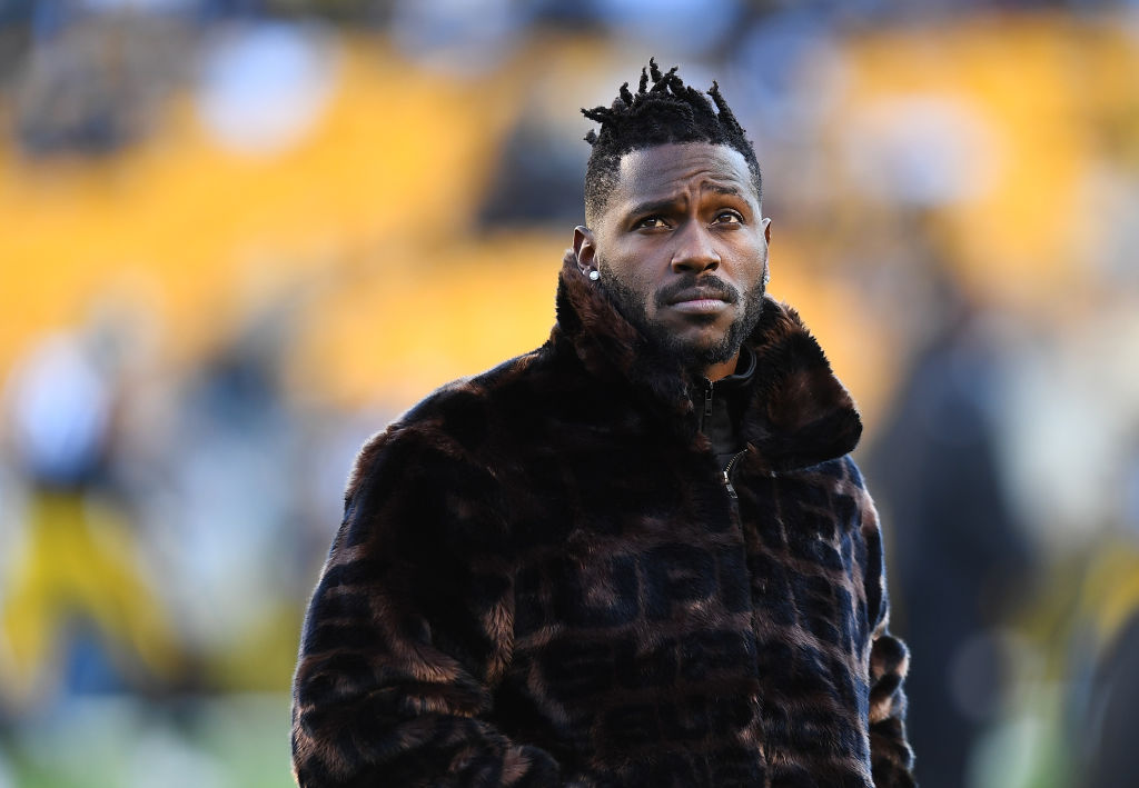 Pittsburgh Steelers - Antonio Brown on sideslines