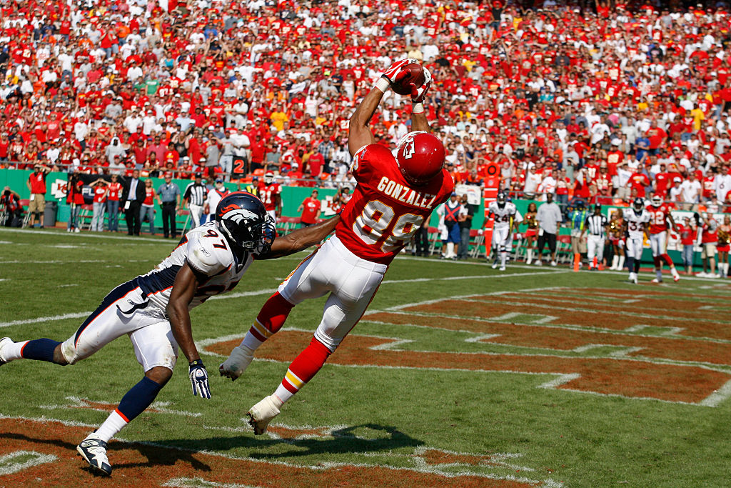 Tony Gonzalez hauling in one of his 111 career receiving touchdowns