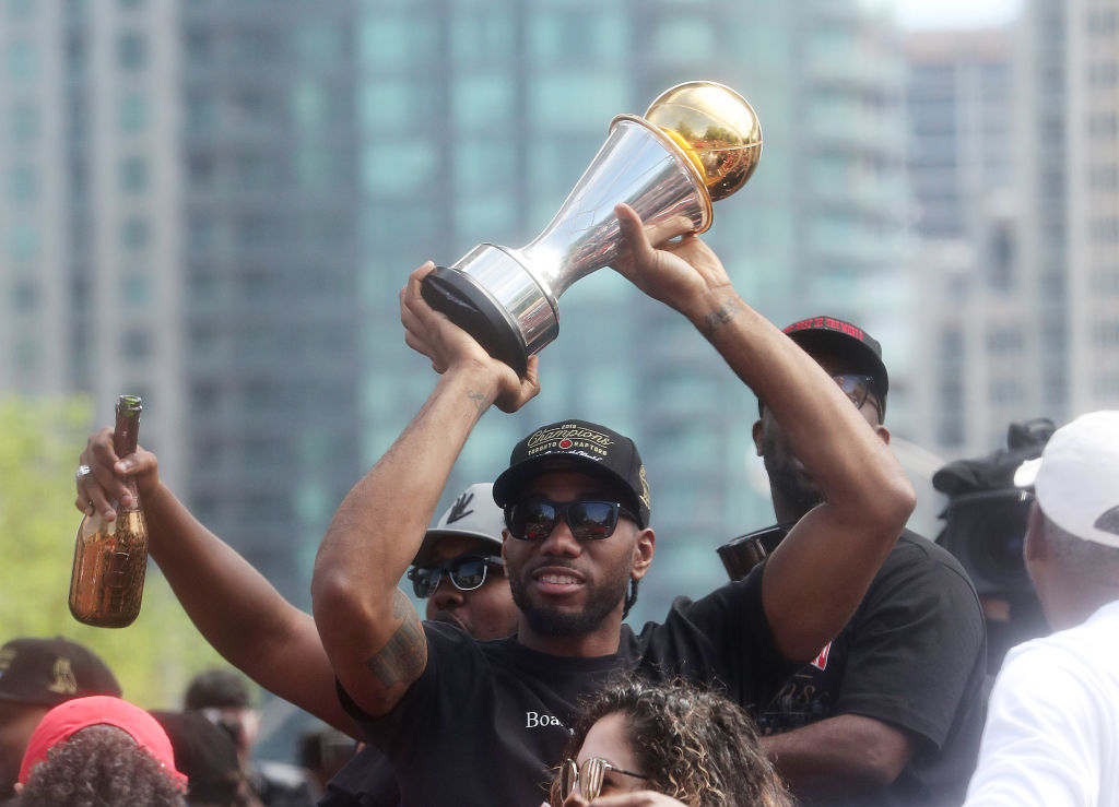 Low-key NBA star Kawhi Leonard said goodbye to Toronto Raptors fans in a low-key way.