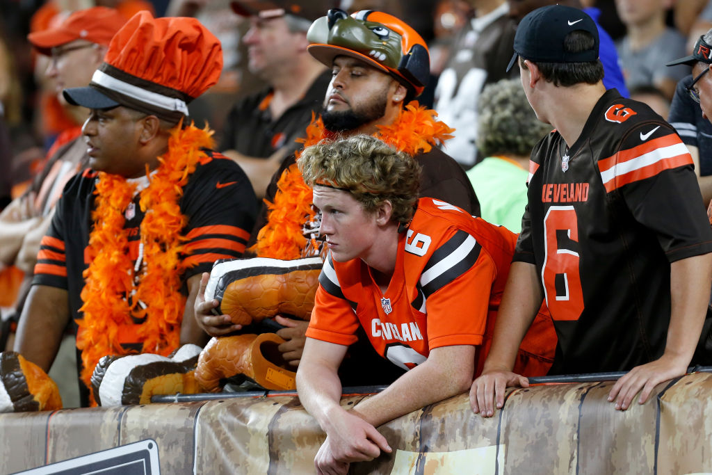 Browns fans disappointed during loss vs. Rams