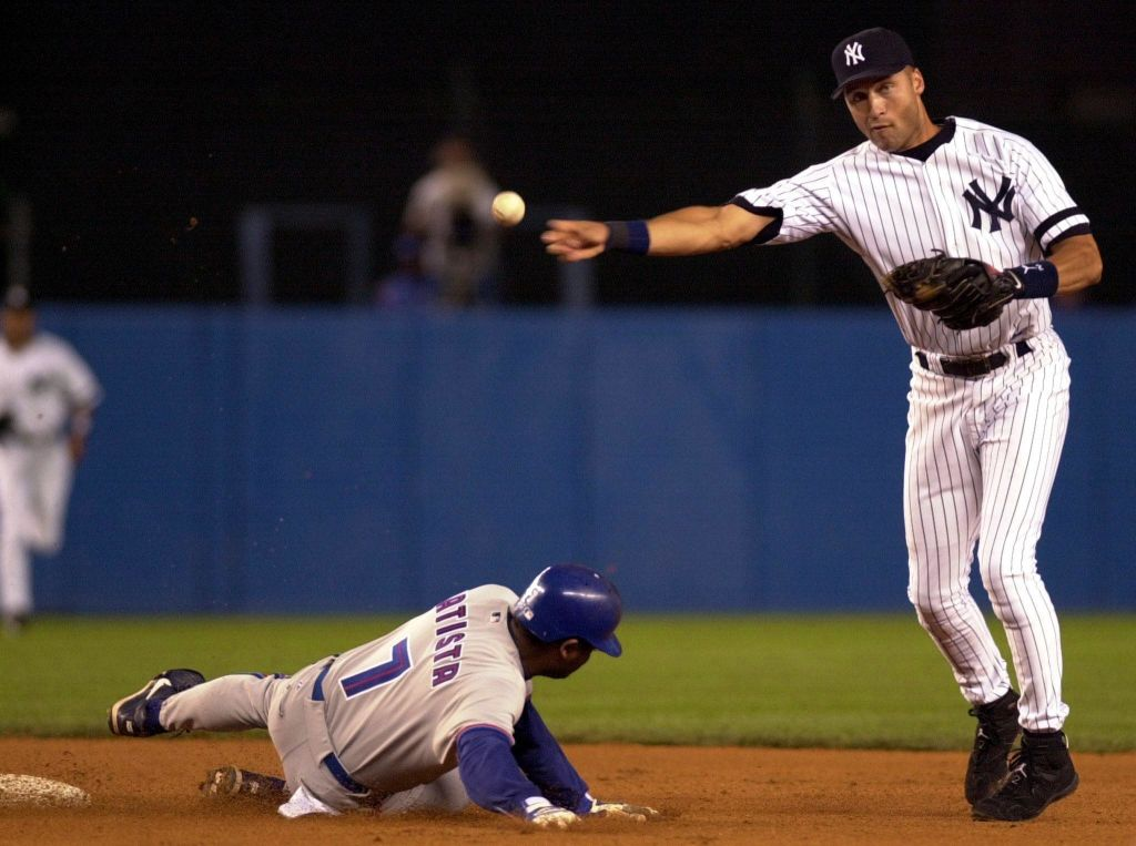 Derek Jeter throwing a baseball in a Yankees game