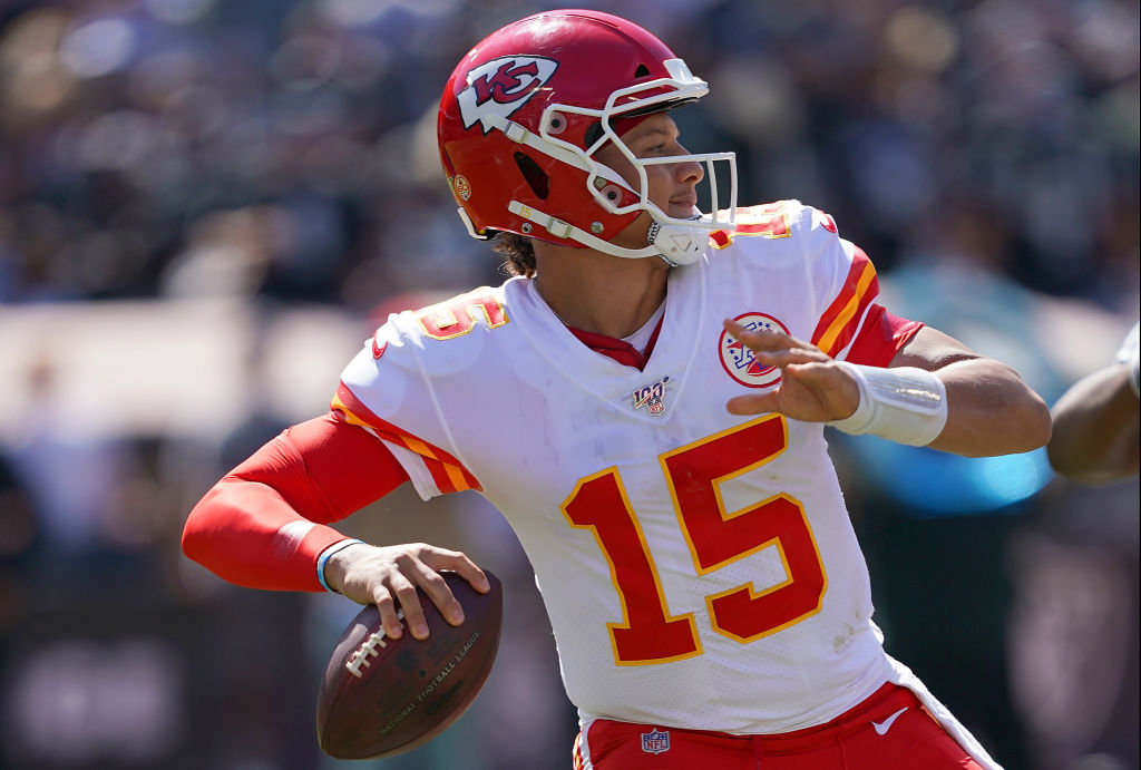 Patrick Mahomes drops back to pass against the Oakland Raiders