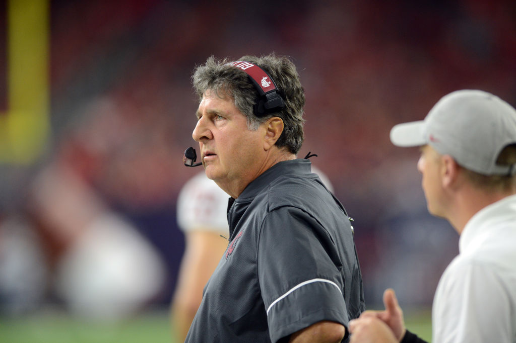 Washington State Cougars head coach Mike Leach