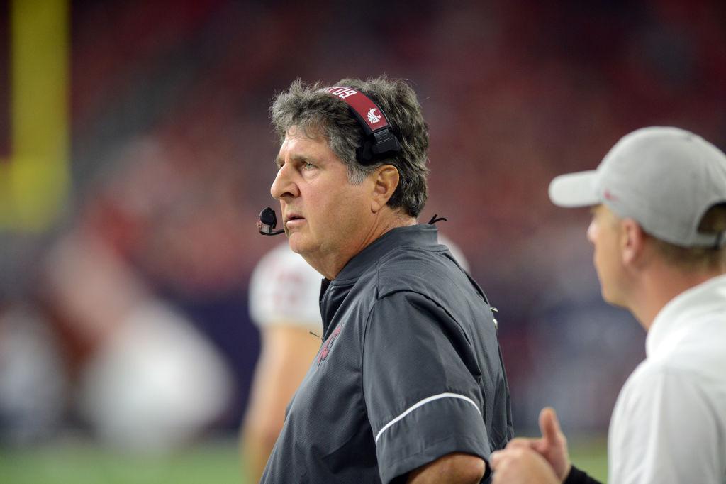 Washington State Cougars head coach Mike Leach