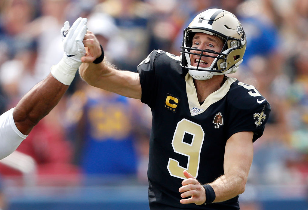 Drew Brees #9 of the New Orleans Saints injures his throwing hand