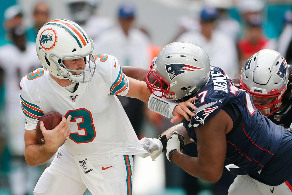 Patriots defensive end Michael Bennett has a unique paycheck method he employs.