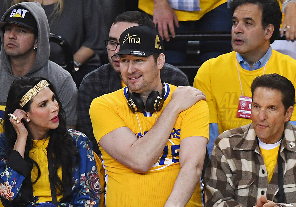 Poker pro Phil Hellmuth watching the Warriors at courtside