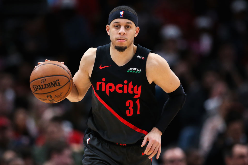 Seth Curry dribbling the basetball