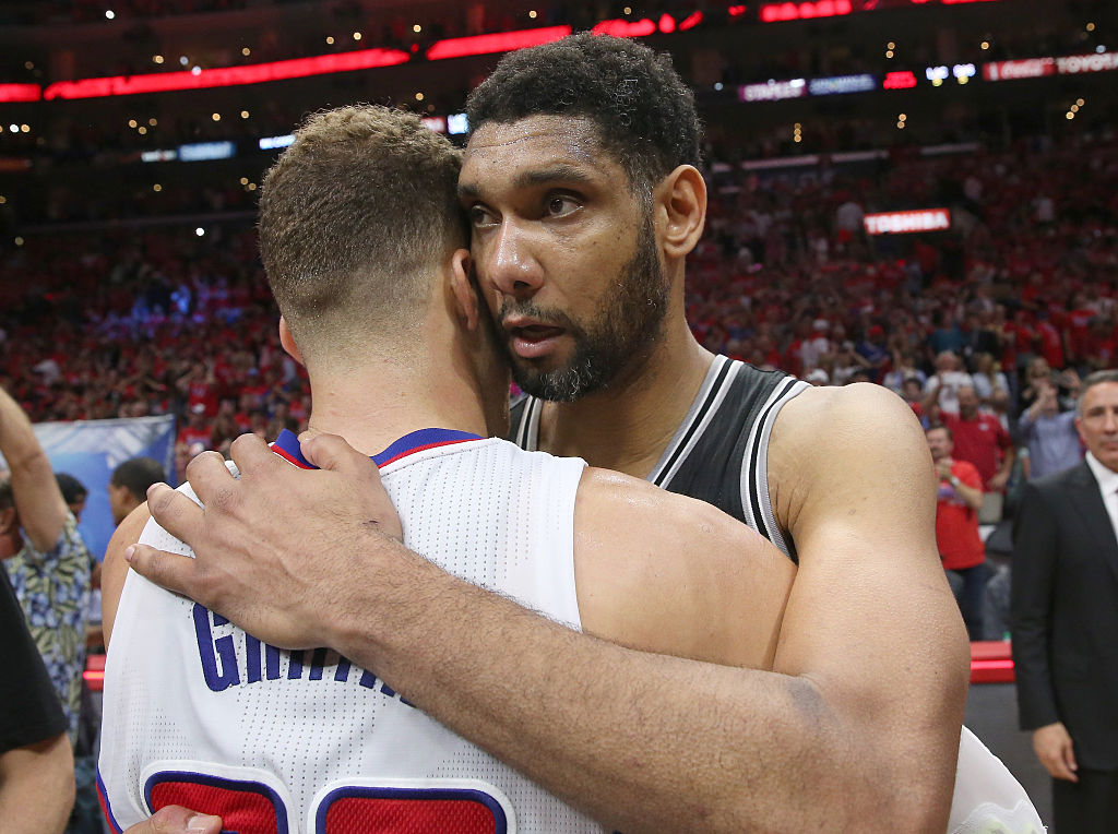 Blake Griffin talks with Tim Duncan