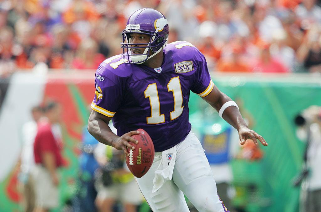 Quarterback Daunte Culpepper of the Minnesota Vikings looks to pass
