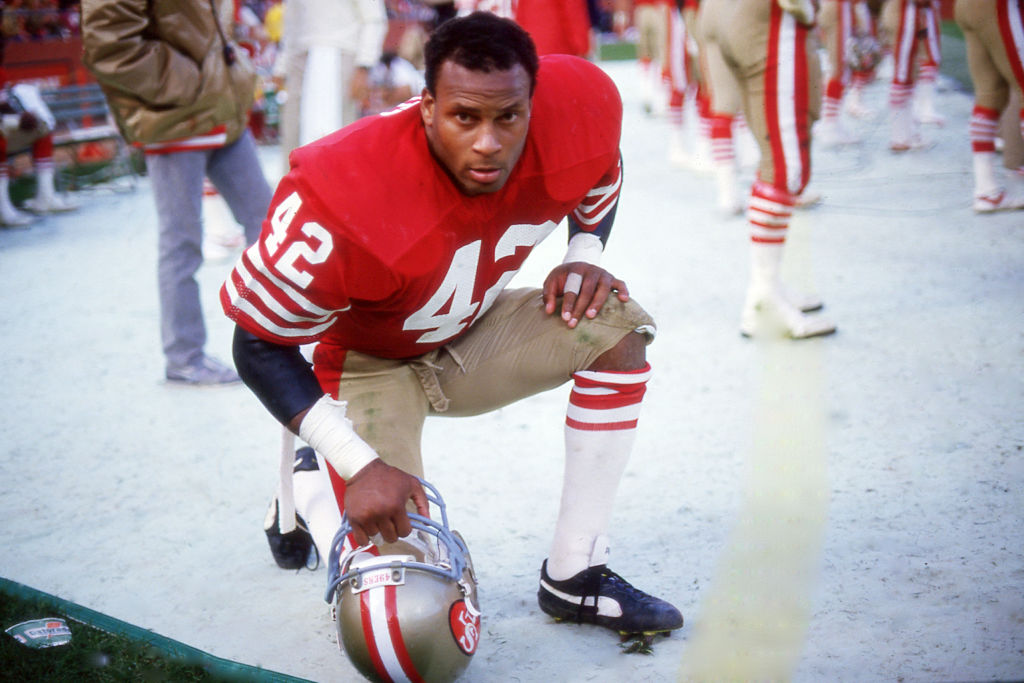 San Francisco 49ers safety Ronnie Lott played through a serious injury.