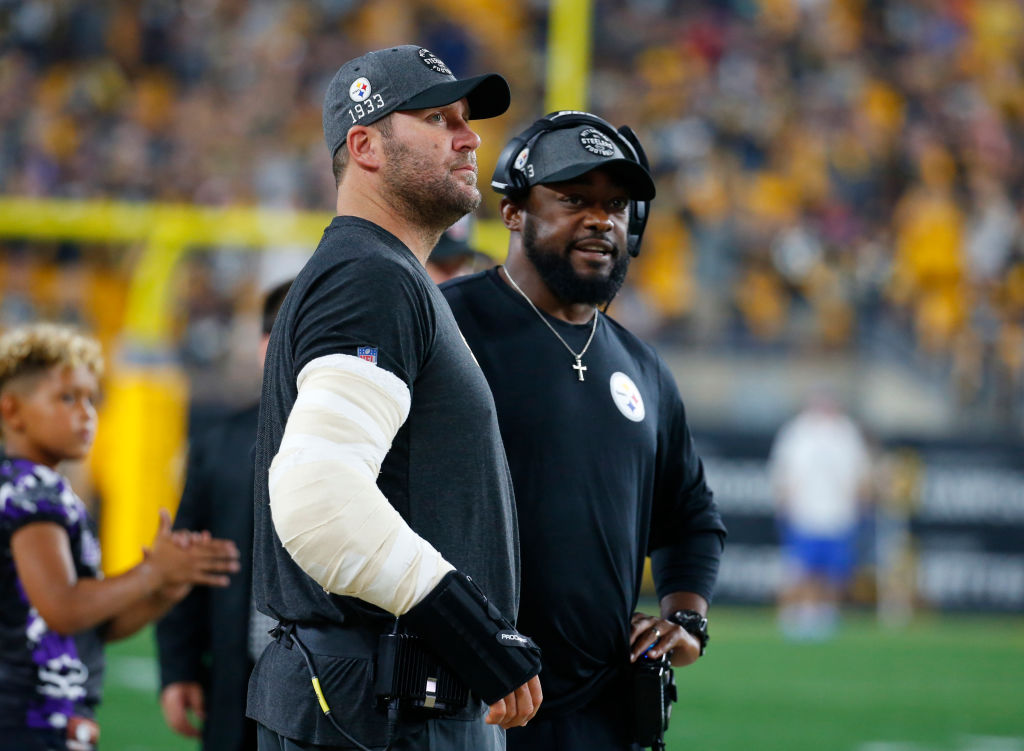 Ben Roethlisberger of the Pittsburgh Steelers and head coach Mike Tomlin talk during a game