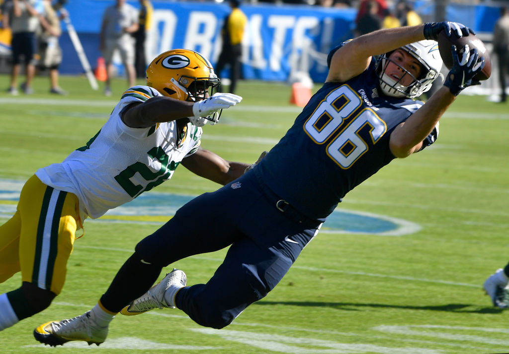 Hunter Henry reaches out for a catch against the Green Bay Packers