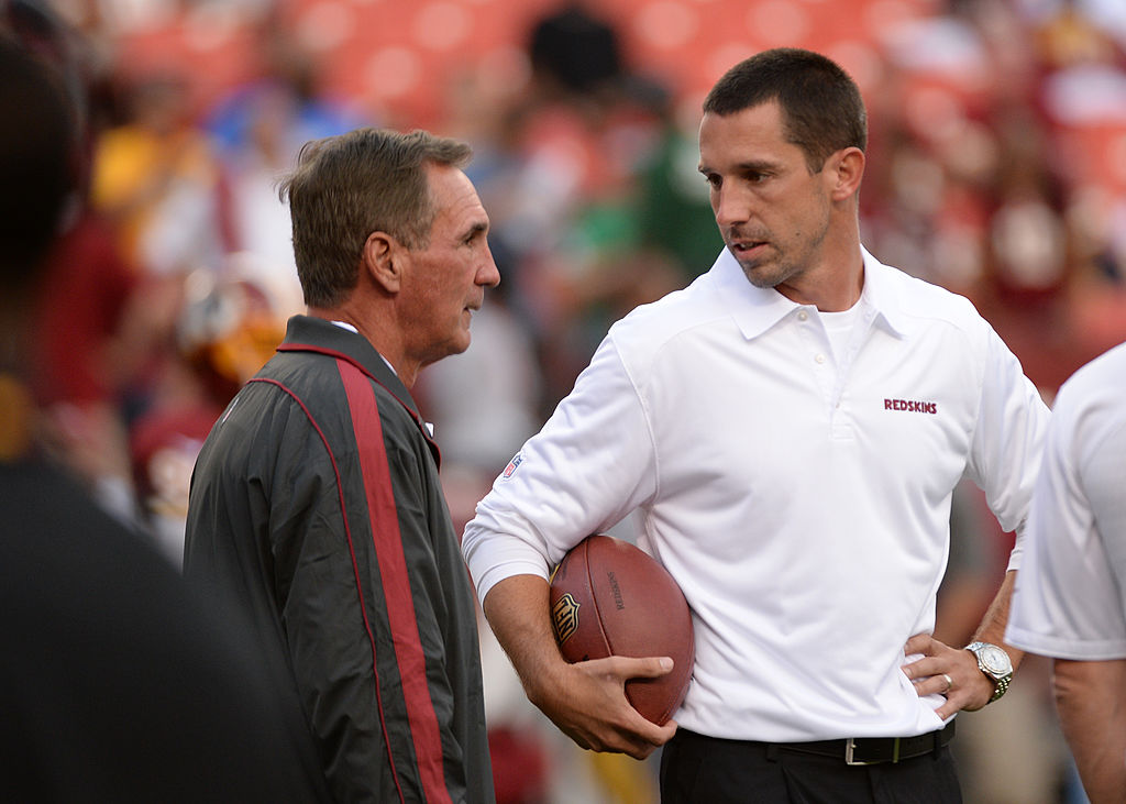 Kyle and Mike Shanahan talking about a play.