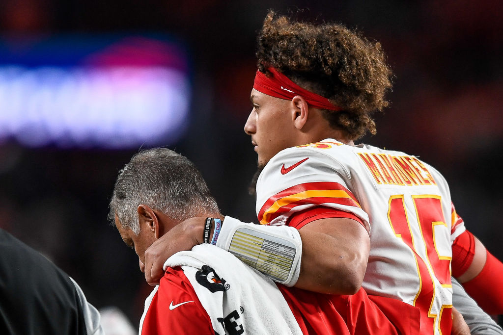 Patrick Mahomes had to be helped off the field after his injury