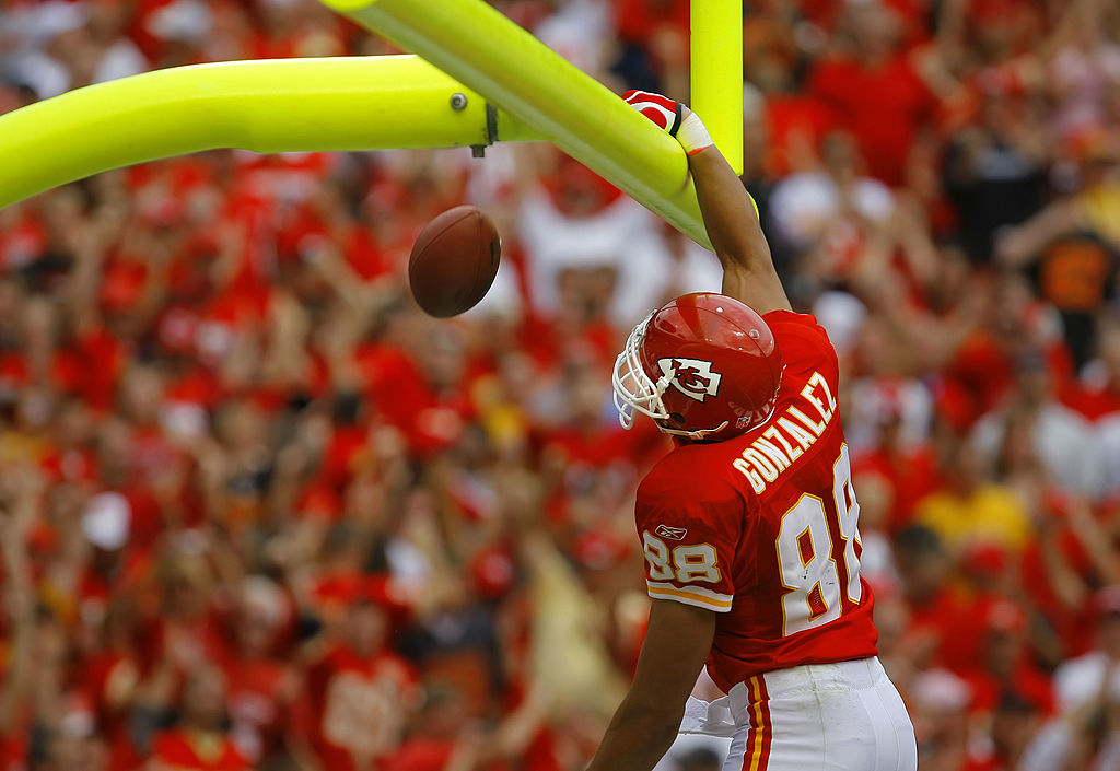 Tony Gonzalez celebrates a touchdown with his classic dunk celebration.