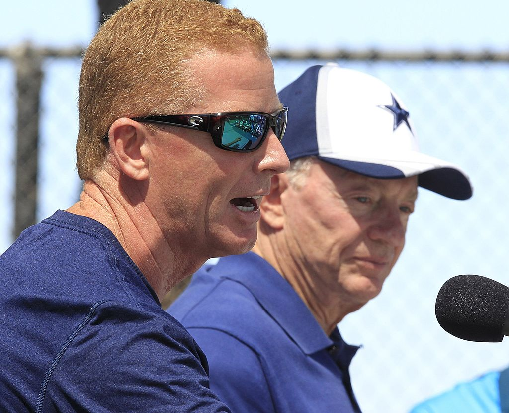 Dallas Cowboys head coach Jason Garrett (L) and owner Jerry Jones